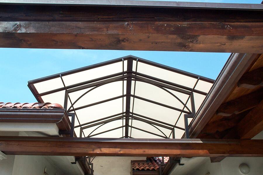 Cappottina su misura tra due tetti