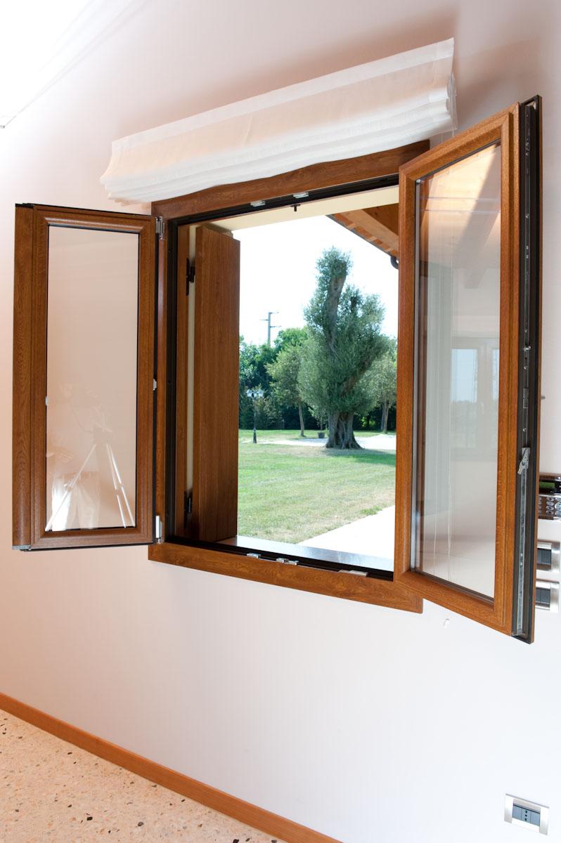 finestra effetto legno serramento in pvc